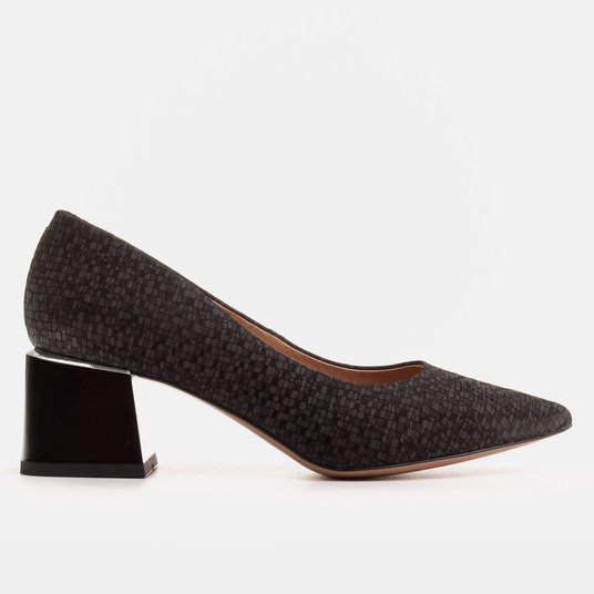 Elegant women's pumps with chamois leather