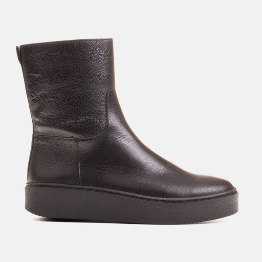 Marco comfortable boots on the flat bottom