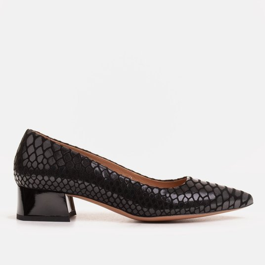 Women's shoes with an interesting leather low-heeled