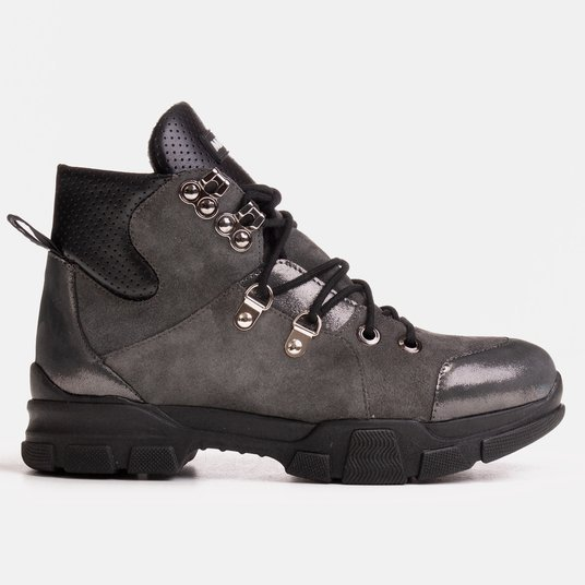 Women's sports boots with a slight warming autumn-winter